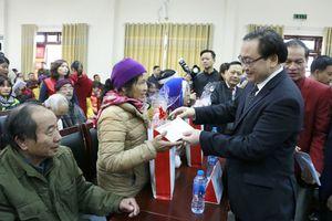 Bí thư Thành ủy Hoàng Trung Hải trao quà Tết tại huyện Ba Vì