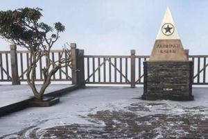 Clip: Băng tuyết phủ trắng xóa, đỉnh Fansipan đẹp mộng mơ