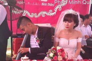 Chủ rể tranh thủ 'nâng cao sĩ diện' bên cô dâu trong ngày cưới