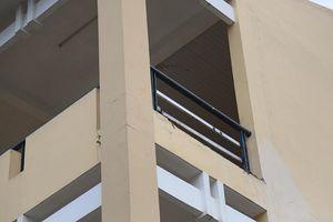 Tới trường học, nữ sinh lớp 9 bị mảng tường rơi trúng gãy chân