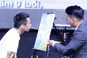 Họa sĩ khuyết tật Lê Minh Châu vẽ tranh tại chỗ thu 'nóng' 100 triệu đồng