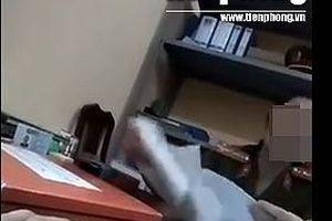 VIDEO ĐỘC QUYỀN: Công an 'ngã giá' người dân sửa căn cước tại trụ sở