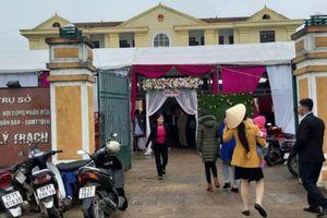 'Chiếm' sân trụ sở xã, tổ chức đám cưới linh đình trong giờ hành chính