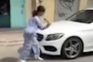 TPHCM: Người phụ nữ cầm búa đập xe Mercedes-Benz nói gì?