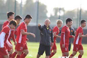 Ông Park Hang-seo mời học trò ăn tối, theo dõi Oman và Liban đá bóng
