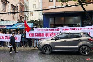 Đà Nẵng: Hàng trăm người dân tập trung tại trụ sở Bách Đạt Corp, tố chủ đầu tư 'bẻ kèo'