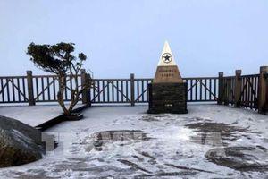 Lào Cai nhiệt độ giảm sâu, đỉnh Fansipan có băng tuyết mỏng