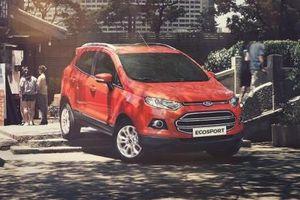 Lãi ròng của Ford giảm hơn một nửa