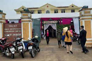 Tổ chức đám cưới con cán bộ tại trụ sở UBND xã: Huyện chỉ đạo xã không nghe