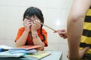 Thêm một cô giáo bị tố phạt hàng loạt học sinh tự tát 50 cái vào mặt