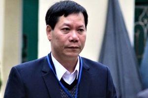 Vụ 9 người chạy thận tử vong: 2 cựu lãnh đạo BV Hòa Bình khai trái chiều