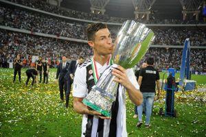 Ronaldo rạng rỡ trong ngày giành danh hiệu đầu tiên cùng Juventus