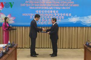 Chủ tịch TP.HCM nhận Huân chương văn hóa của Tổng thống Hàn Quốc