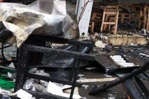 Quán cafe bị thiêu rụi sau tiếng nổ trong bếp