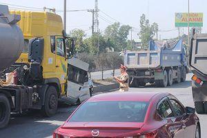 Xe du lịch 16 chỗ nát bét sau tai nạn liên hoàn trên QL51