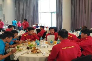 Lộ ảnh ĐT Việt Nam di chuyển về Dubai chuẩn bị gặp Jordan