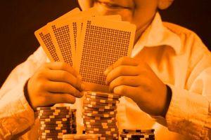Chơi cờ bạc trước mặt con trẻ, cha mẹ dễ đẩy con vào đường phạm pháp