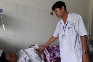 Cứu bệnh nhân bị bạn nhậu đâm thủng thận