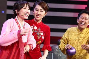 CƯỜI BANH NÓC: Hít phải khí lạ, Hari Won - Chi Pu lộ tiếng ồm ồm như thanh niên vỡ giọng