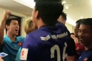 Clip: Tuyển Việt Nam ôm nhau ăn mừng vì bước tiếp vào vòng 1/8 Asian Cup 2019