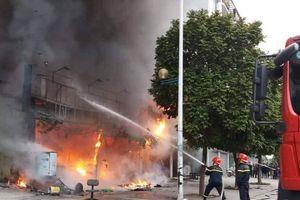 Hà Nội: Sau tiếng nổ lớn, toàn bộ quán cà phê bị thiêu rụi
