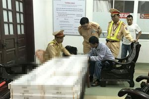 Phát hiện xe khách chở gần 2.000 gói thuốc lá nhập lậu