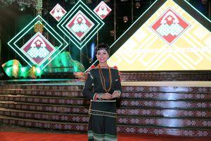 H'Hen lần đầu tiên nói tiếng nói dân tộc Ê Đê trên sóng VTV