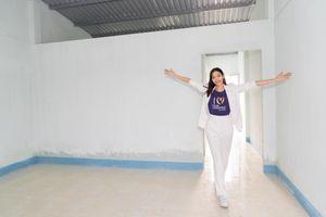 Từ cô bé không nhà, không tiền để đi học, Hoàng Thùy vượt lên số phận và dang rộng vòng tay sẻ chia
