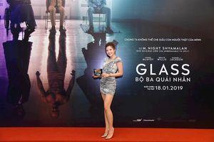 Bất chấp cái rét đậm của Hà Nội, Hoa hậu Phan Hoàng Thu vẫn diện đồ cực sexy