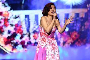 Ngọc Anh hát nức nở, khán giả: 'Ca sĩ 10 ngàn đô có khác! Xứng đồng tiền!'