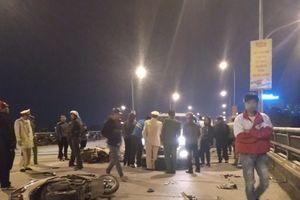 Thanh Hóa: Xe ô tô đối đầu 2 xe máy, 4 người nguy kịch