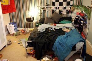 Khi con không chịu dọn phòng