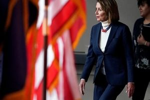 Tổng thống Mỹ chặn lãnh đạo Hạ viện ra nước ngoài bằng máy bay quân sự