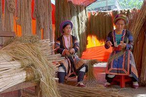 Lanh của người Mông Lùng Tám vươn ra thế giới