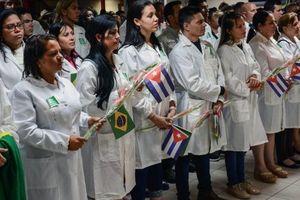 Venezuela tuyên bố sẽ nhận 2.000 bác sĩ Cuba vừa bị rút khỏi Brazil