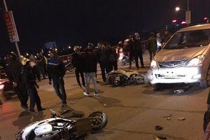 Ô tô lấn làn tông liên tiếp 2 xe máy, 4 người bị thương