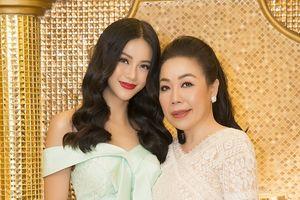 Ngạc nhiên với món quà Phương Khánh dành tặng NTK Linh San trong ngày Giỗ tổ nghề may