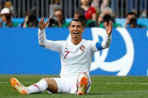 Ronaldo suýt ngã trên máy chạy khiến người hâm mộ thót tim