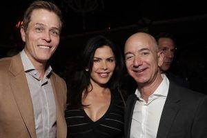 Ông chủ Amazon lần đầu lộ diện sau tin đồn ngoại tình