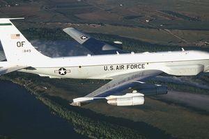 Máy bay trinh sát Mỹ áp sát khi Nga bắn đạn thật