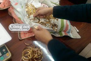 'Đại gia chân đất' đi bán hơn 230 lượng vàng