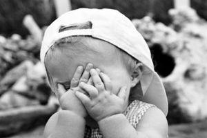 Vì sao có trẻ rất tự tin nhưng có trẻ lại hay xấu hổ?