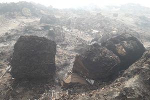 'Núi lửa' rác thải ở mỏ đá Hóa An