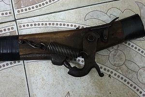 Tóm gọn đối tượng dùng súng tự chế cướp ngân hàng
