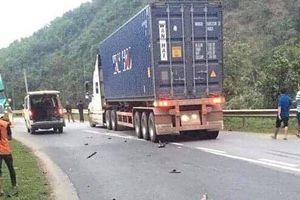 Va chạm xe máy và xe container, 3 người thương vong