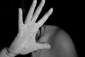 Hiếp dâm con gái 15 tuổi của người yêu cũ