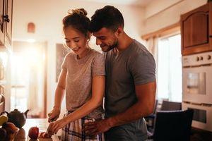 7 điều nên làm ngay sau khi quan hệ tình dục để nhận lợi ích quý hơn 'thần dược'