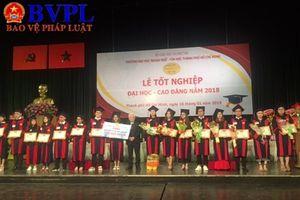 Trường Đại học Ngoại ngữ - Tin học TP.HCM trao bằng cử nhân cho hơn 1000 sinh viên