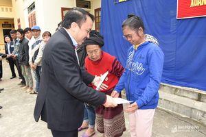 Ngành y tế Nghệ An tặng quà Tết cho người dân xã Yên Tĩnh, huyện Tương Dương