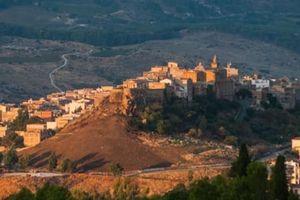 Mua nhà trên bờ biển thuộc hòn đảo Sicily với giá chỉ 1 euro